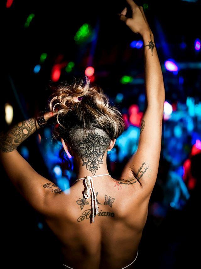 R'n'B style at club Shake'n'Shake1