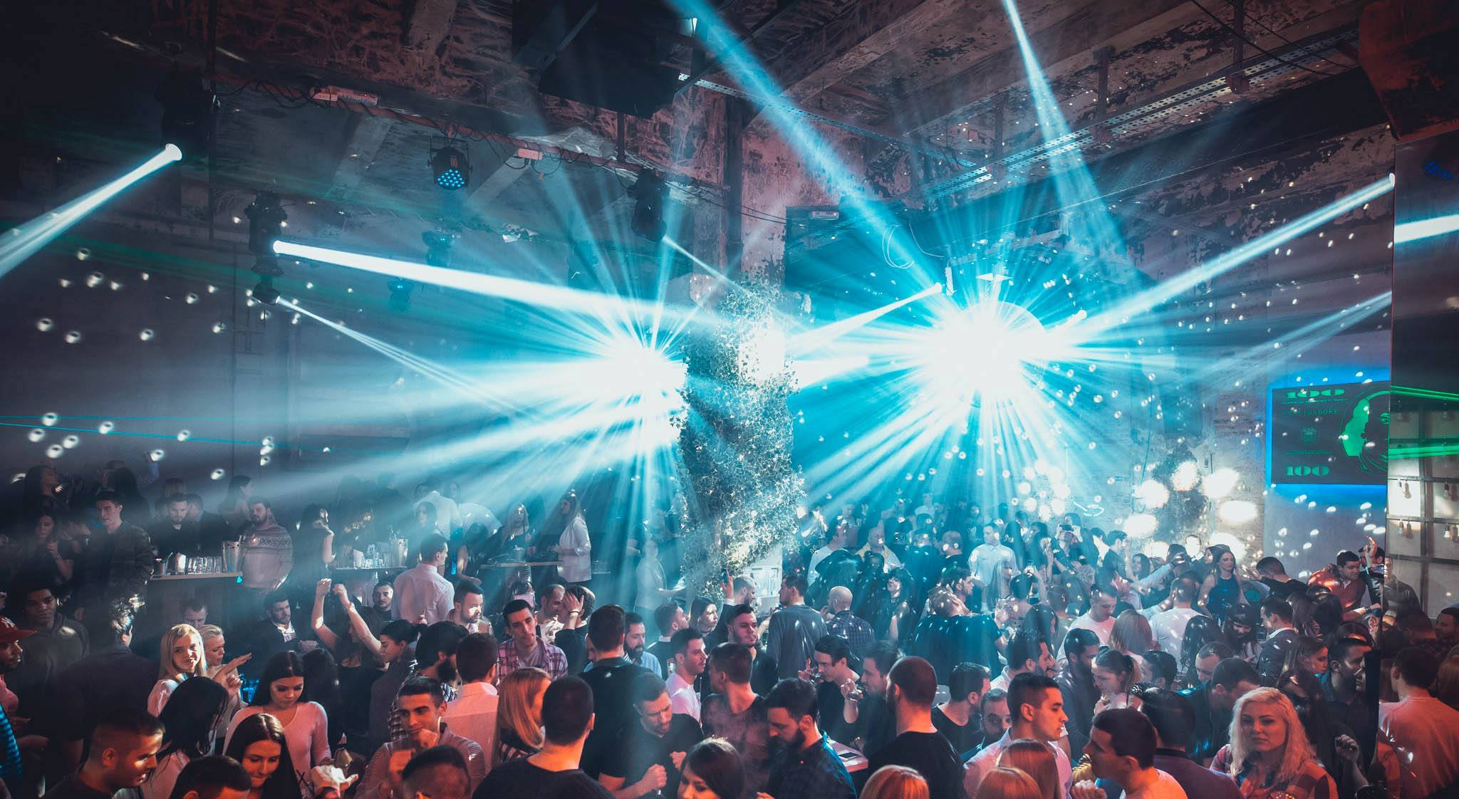 Manual for how to survive Saturday night - Belgrade at night