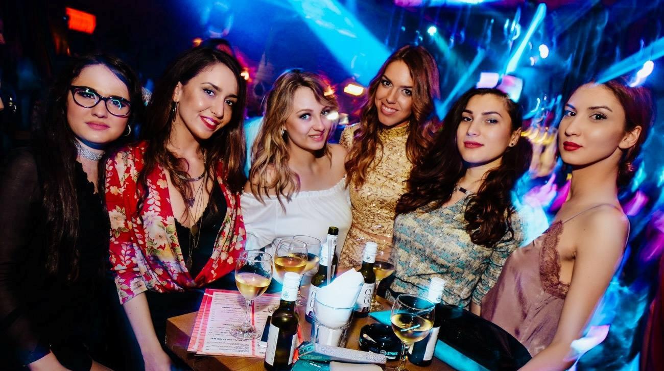 Shake it baby, it's Thursday! - Belgrade at night