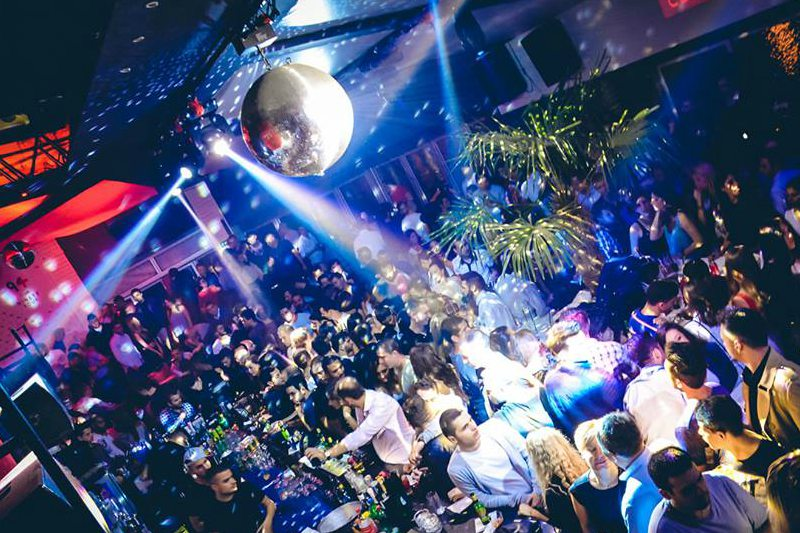 Stag weekend in Belgrade girls in the club