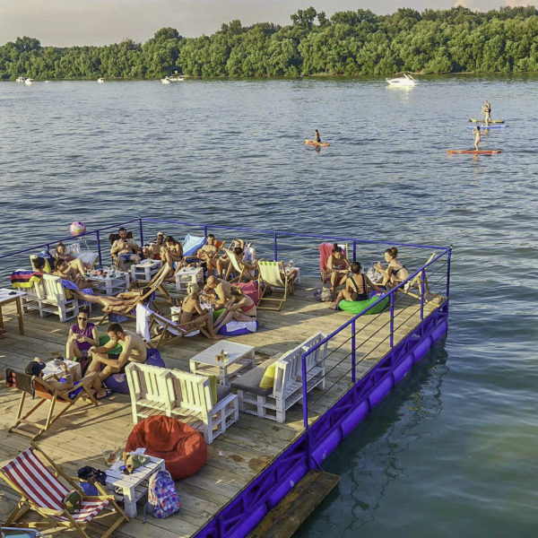 Splavovi - Floating river clubs