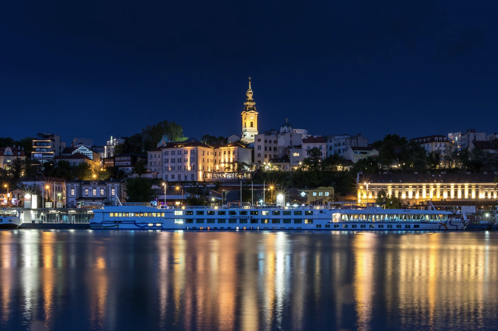Apartments for sale in Belgrade   Belgrade at night